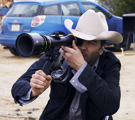 4100_D001_00085_R_CROP Writer/director Tom Ford on the set of his romantic thriller NOCTURNAL ANIMALS, a Focus Features release. Credit: Merrick Morton/Focus Features