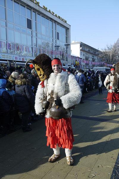 сурвакарски костюм